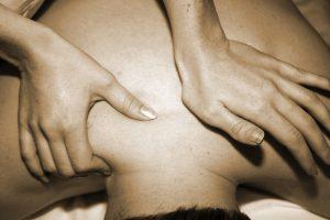 dar un masaje erótico es un buen complemento para bienergy