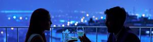 Una pareja en una cita en un restaurante